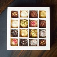 Конфеты (16 штук, 8 вкусов- фирменная упаковка)